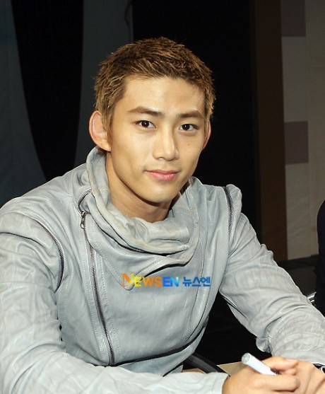 http://rawr6127.files.wordpress.com/2010/11/20101011_taecyeon-460x557.jpg